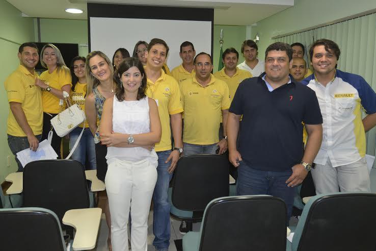 Treinamento de vendas para a J Carneiro / Concessionária Renault.